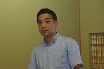 松村教授の写真です