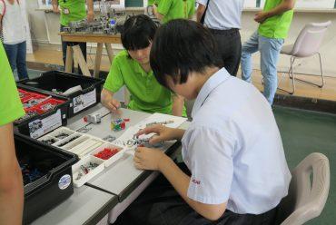学科・コース体験(レゴロボットの組み立てと動作体験)