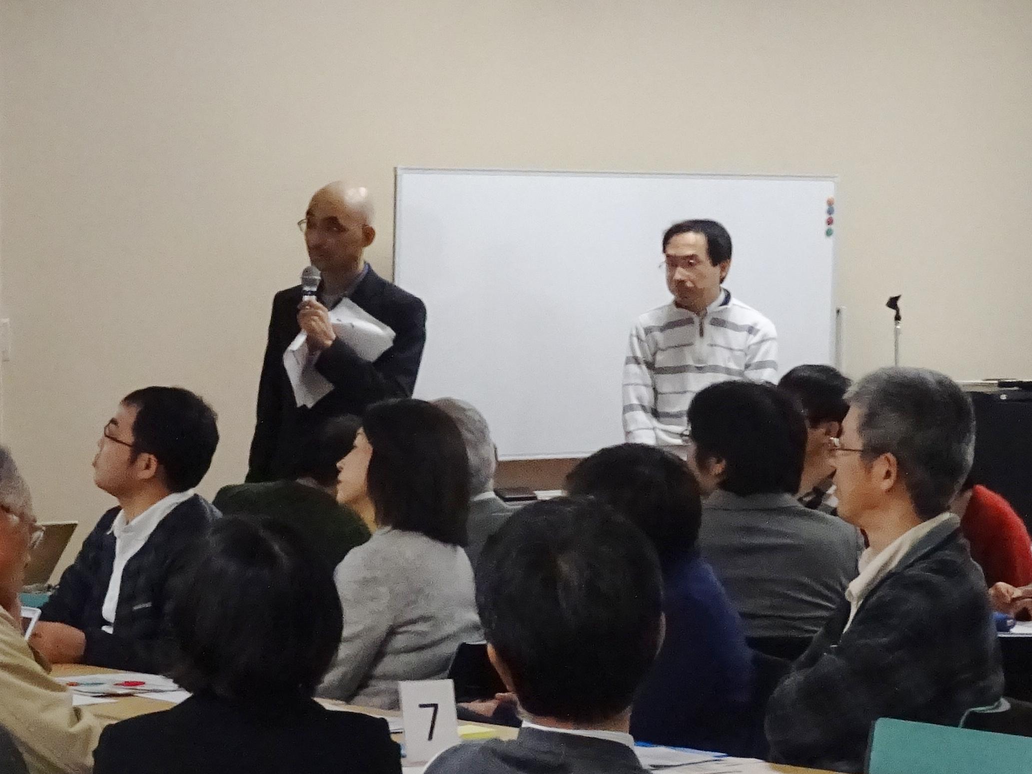 理学部の松浦教授・前原教授による説明